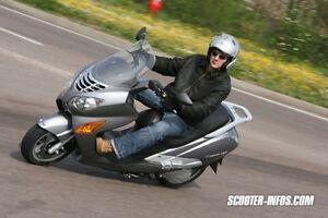 AUBAINE - GROS SCOOTER 250cc  HYOSUNG 2009 COMME NEUF À SAISIR