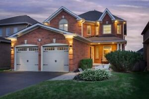 Beautiful House In The Heart Of Richmond Hill At Owl Ridge Dr