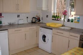 Double Room available in friendly female professional house share