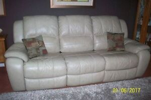 BEAUTIFUL LEATHER COUCH .....