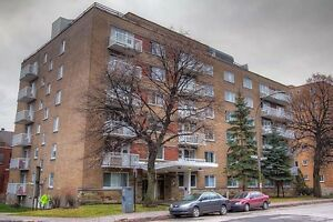 Jr. 1 Bdrm available at 2400 Benny Crescent, Montreal