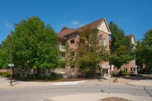 2 bedroom luxurious town home  condo unit in Central Mississauga