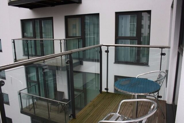 - A great 4th floor 2 bedroom 2 bathroom apartment available January 2017 next Deptford Bridge DLR!