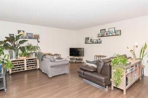 Move in Ready, 2 Bedroom Unit Close to All Ameneties!!