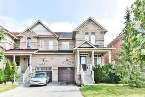 3 + 1 Bedrooms Townhouse Home in Aurora