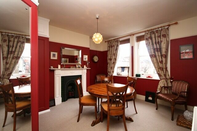 A lovely two bedroom flat to let in Queens Club Gardens