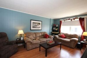 2 BDRM Mainfloor. Walk to MUN and Downtown (Heat&Light Included)