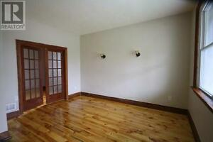 Renovated, SOUTH SIDE, 4 Bedrm home ONLY 10 Min Walk to Queens