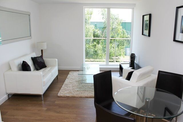 NOT TO BE MISSED! STUNNING DESIGNER FURNISHED 1 BEDROOM APARTMENT CASPIAN WHARF E3 BOW DLR WESTFIELD