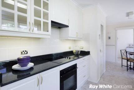 190/w newly furnished house in Woden