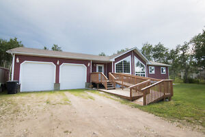 Large 7 Bedroom Home on 2+ acres Near Mitchell, MB