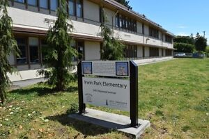 **ATTN: BUILDERS!  PRIME LOCATION in DUNDARAVE** North Shore Greater Vancouver Area image 3