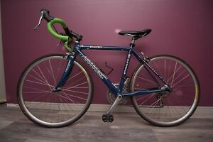 Cannondale R400 Road Bike (likely 2004 model) - Kid's frame size