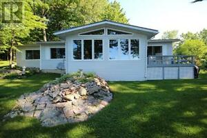Beautiful Waterfront Home - Short Term Rental Utilities included
