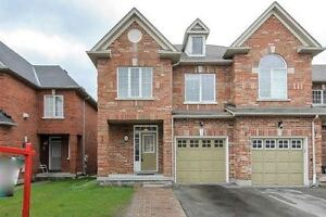 Jane/Mellville, Free Hold Town Home,3 Bed, 3 Bath Apx 2000 sq ft