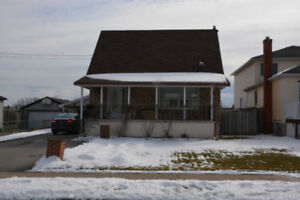 Niagara Falls North End - Detached 3 BDRM 2 BATH 1.5 Storey Home
