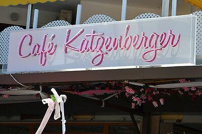 Sieh mal einer an: Schäfer Heinrich im Café Katzenberger (Bild: Dirk Vorderstraße | CC BY 2.0)