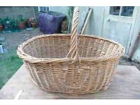 LARGE VINTAGE WICKER BASKET. PERFECT FOR STORING LOGS or for RETAIL SHOP / KITCHEN DISPLAYS, PICNICS