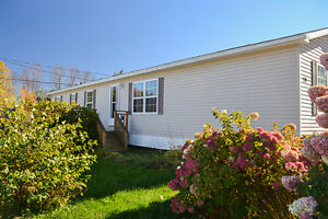 Just Listed! Lovely 2 bedroom, 1.5 bath mini in Nethervue Park!