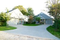 Fantastic Lakefront Property Beautiful House and Guest House