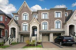 **Luxury 2-Story Townhouse 3 +1  Bed/ 4 Wash in Richmond hill**