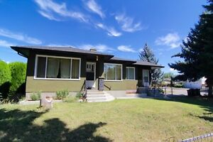CHARACTER 4 BED HALF DUPLEX IN DESIRABLE KELOWNA SOUTH!