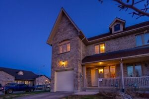 Spacious Open Concept With Beautiful Stone Home In Wellington! X