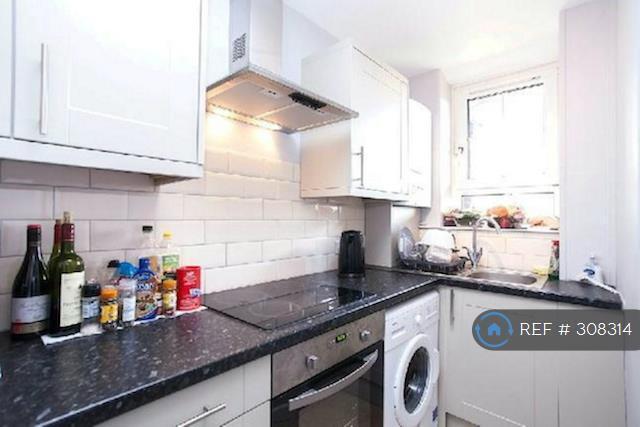 3 bedroom flat in Pott Street, London, E2 (3 bed)