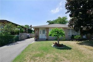 Perfect Well Maintained 3 Bedroom Home In The Heart Of Clarkson