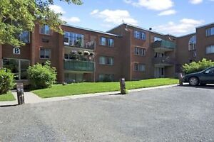 1 bedroom available close to Gateway Mall - Call 306-314-0214