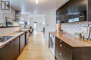 UPSCALE, URBAN bungalow, large yard on tree streets, Collingwood