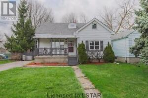 2(+1) bedrooms house on a large lot close to Argyle Mall
