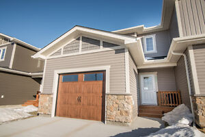Spacious Nearly New 3 Bed/2.5 Bath Townhouse in Lorette