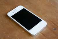 WHITE APPLE iPHONE 4S WITH CHARGER AND 16 GB MEMORY -BELL/VIRGIN