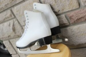 "CCM figure skates size US 8 leather women's skates with 10 ½ "" S"