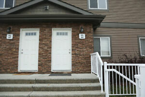 2 Bed / 2 Bath Condo in Oakmont St Albert Fully Renovated