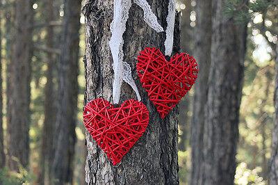 Bei der Deko liegt die Liebe im Detail. (Bilder: Ryan Polei, Coyote & Saint | CC BY-SA  , Maria Panayiotou CC BY-ND 2.0)