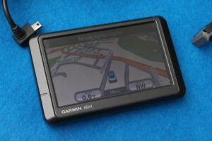 Gps Garmin Nuvi 265W with a holder and a charger
