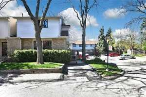 FOR RENT IN  Streetsville Area 3 BEDROOMS CONDO TOWNHOUSE
