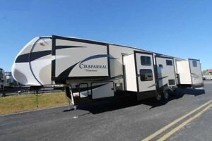2017 Chaparral 371 MBRB TAXES PAID, by Owner. LIKE NEW