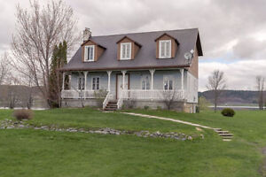 Exceptional Waterfront House, close to Hawkesbury