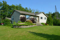Sauble Beach Cottage Available for Thanksgiving weekend