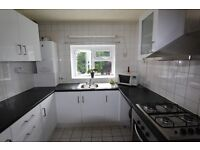 Spacious Newly Decorated 2 Bedroom Flat with balcony to rent N12 - ASAP