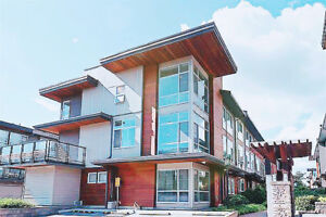 Prime Location 4BR+3Full Bath Townhouse South Surrey White Rock