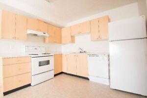 Bright Corner 2 Bedroom, Free Nov Rent! Washer/Dryer!