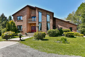 16 Warden Lane - Stouffville - 4+1 Bed Detached Custom Home