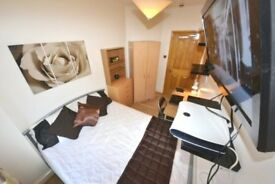 Amazing House. Classy stylish Double. Stratford E15 Area nr City WiFi Lounge LCD MODERN Cleaner