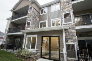 Beautiful Nearly New 2 Bed/2 Bath Condo, NIVERVILLE
