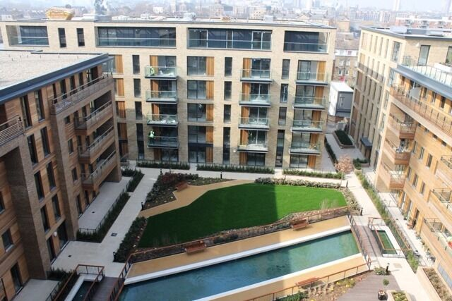 @ MAPLE QUAYS - STUNNING ONE BEDROOM APARTMENT - DESIGNER FURNISHINGS - 24HR CONCIERGE - GYM!!