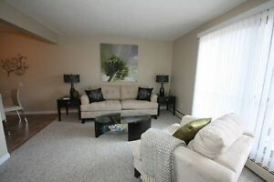 *INCENTIVES* 2 Bd w/ Laminate in Central Family Bldg ~Centennial